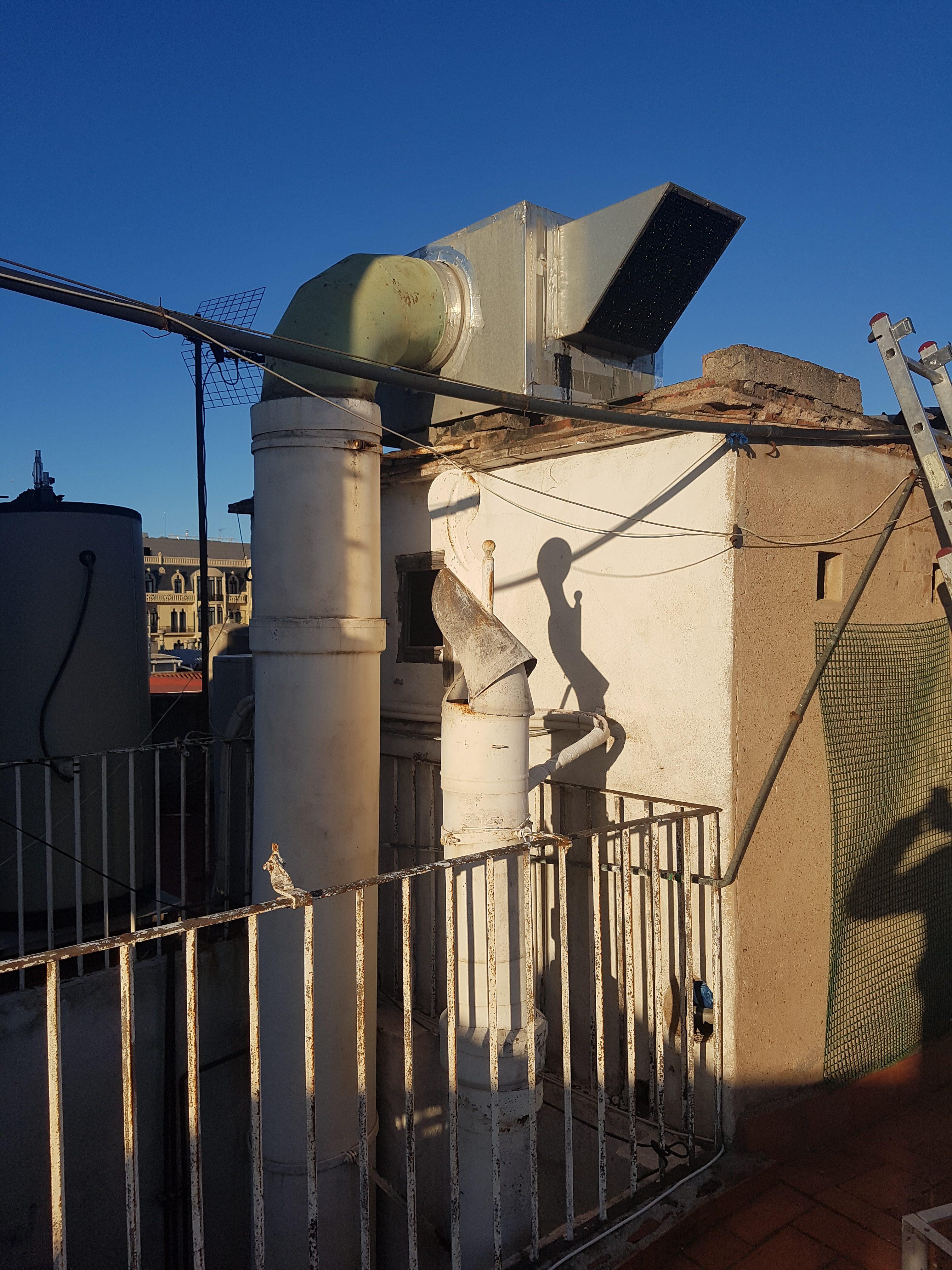 cambio de un motor de una caja de ventilación de un restaurante